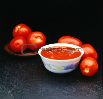 Six tomatoes tomatoes for a souce