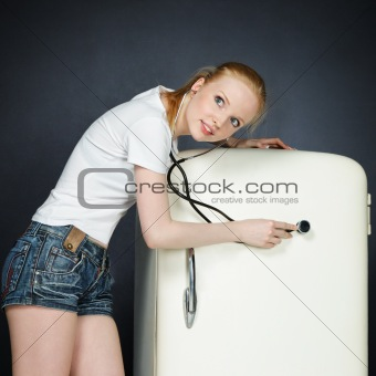 A young girl breaks the fridge