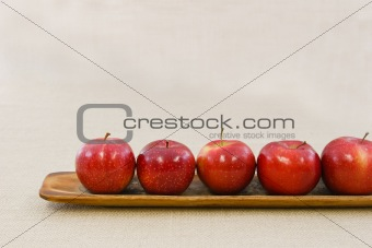 Five apples in a row
