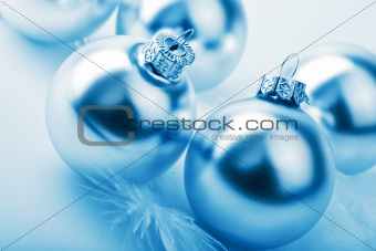 silver christmas balls 