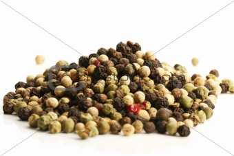 a lot of mixed peppercorns