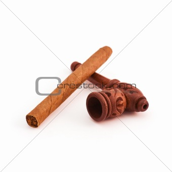 Small tobacco pipe and cigar