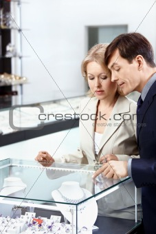 The man and the woman at a show-window