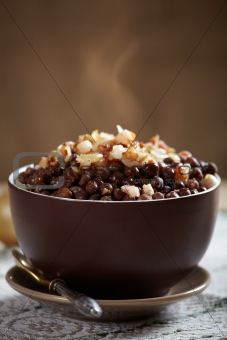 gray peas with bacon and onions