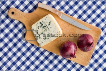 blue cheese with red onion
