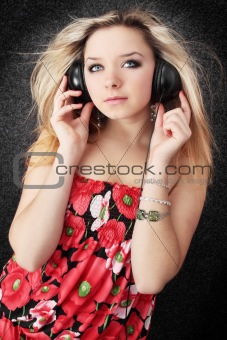 blond listens to music