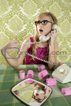 retro housewife telephone woman vintage wallpapaper