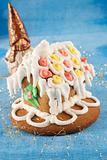 traditional christmas gingerbread house