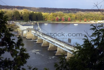 Dam on Illinois River