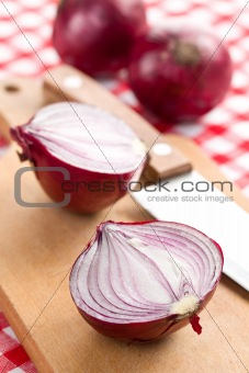 sliced red onion in kitchen