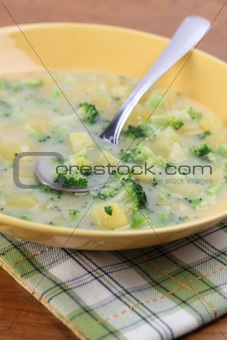 Broccoli soup with potatoes