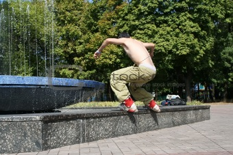 Aggressive inline rollerblader on a ledge