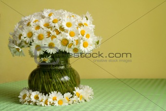 Daisies in a vase and a wreath