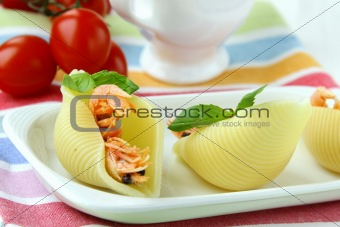 appetizer pasta shells with shrimp
