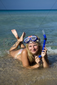 Young happy beautiful summer diving woman with swimming mask