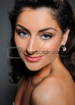 Beauty portrait of pretty woman with pure skin