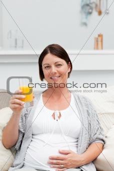 Pregnant woman drinking oranje juice