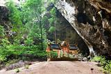 Kuha Karuhas pavillon in Phraya Nakorn cave