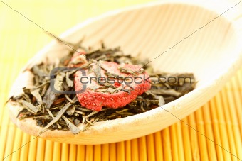 green tea flavored with dried fruits