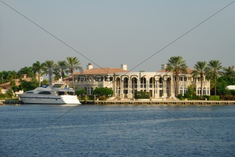 Waterfront home for the ultra rich