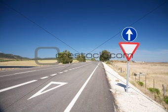 give way lane at road