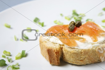Sanwich with samlon and capparis