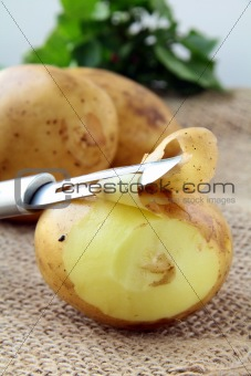 potatoes with a knife to clean the vegetables