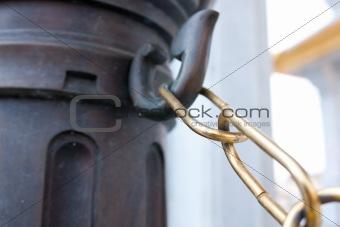 Chain pillar head strap.
