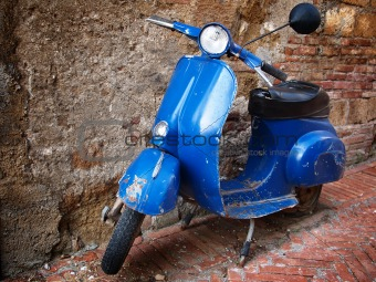 Vintage scooter in front of a brick wall