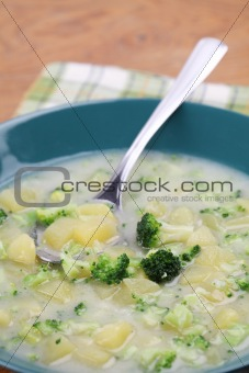 Broccoli soup with potatoes