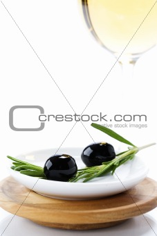 Olives and white wine
