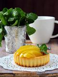 mini cake with cream and peach in the basket
