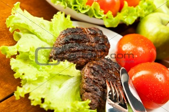 Cutlets and tomatoes