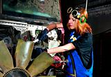 The girl the car mechanician