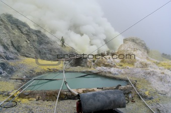 Extracting sulphur inside Kawa Ijen crater