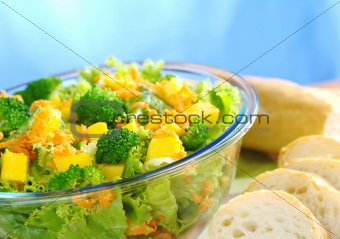 Broccoli-Mango-Carrot Salad with Baguette