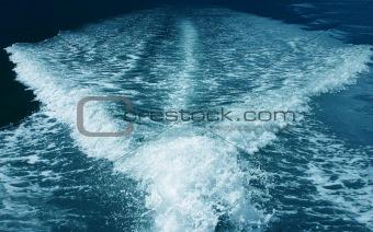 Motot vessel wake