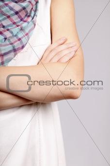 Cross hands in elbow.
