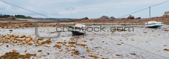 Rowboat at low tide cote Rose