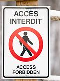 Bilingual access forbiden sign