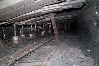 form a tunnel in an underground mine