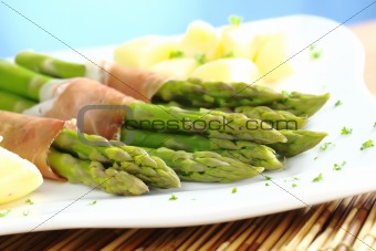Green Asparagus with Ham and Potatoes