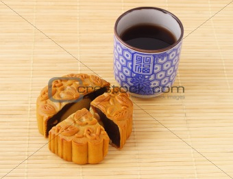 Chinese mooncake and tea cup