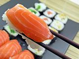 salmon sushi 