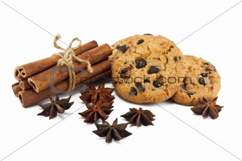 Cinnamon sticks, anise stars and chocolate chips cookies