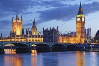 Image description uk london big ben tower bridge dusk