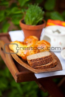 slices of bread on a wooden plate