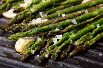 grilled green asparagus and garlic