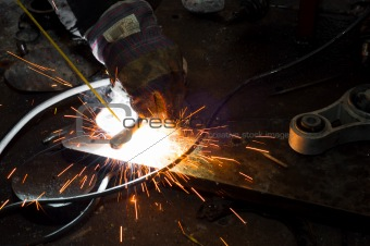 Welding plates togather with sparks