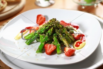 Caramelized asparagus with strawberry